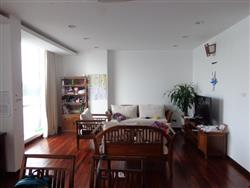 Lake view apartment for rent in Tay Ho, 3 bedrooms, balcony (Fr)