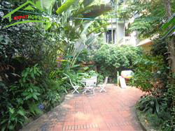Beautiful house,4 bedrooms,big garden in Xuan Dieu, Tay Ho, Ha Noi