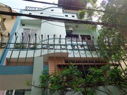 Cozy house for rent in Nghi Tam village, Tay Ho with 3 bedrooms