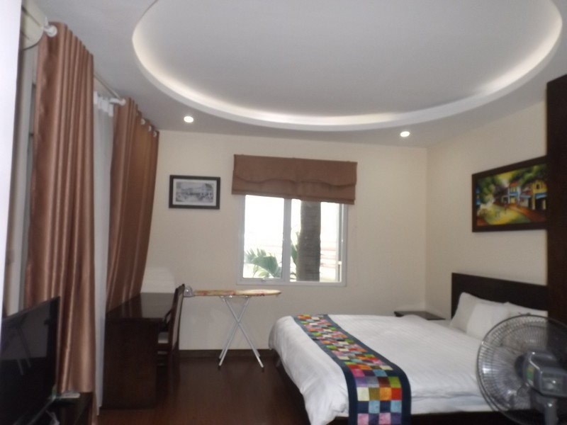 Big balcony apartment 1 bed for rent in Tay Ho (Fr)