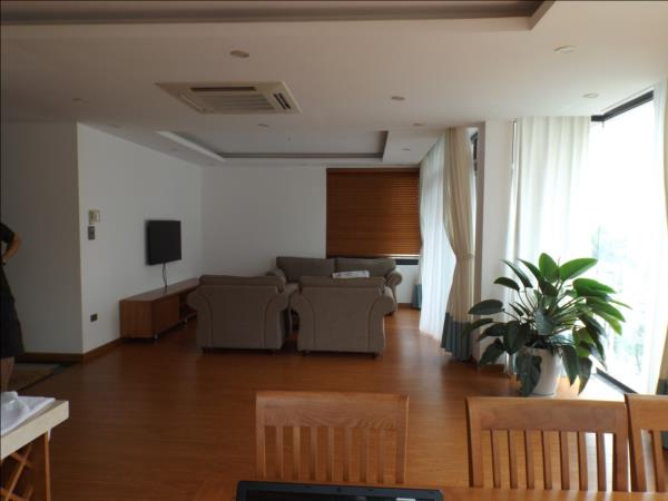 Modern and luxurious Three bedrooms apartment available for rent (Fr)