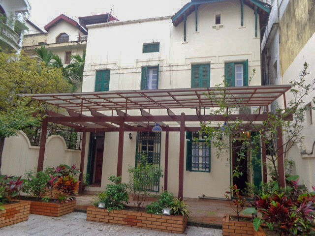 Beautiful 4 bedrooms villa on To Ngoc van street in Tay Ho district