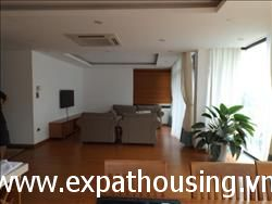 Beautiful three bedrooms,apartment for rent in Quang An, Tay Ho,Ha Noi (Vn)