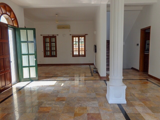 Spacious traditional style garden villa 5 bedrooms available for rent ,Tay Ho dist,. (Vn)