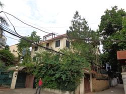 charming 5 bedrooms house garden available to rent in To Ngoc Van ,Tay Ho ,Ha Noi (Fr)