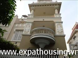 Spacious 5 bedrooms villa in T Block fully furnished available for rent (Vn)
