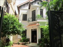 Specious House, 4 Bedrooms, in To Ngoc Van, Tay Ho, Ha Noi