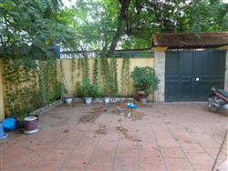 garden house 2 bedrooms car acces available for rent (Fr)