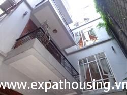 Modern house for rent in Tay Ho, 4 bedrooms and 4 bathrooms available for rent (Fr)