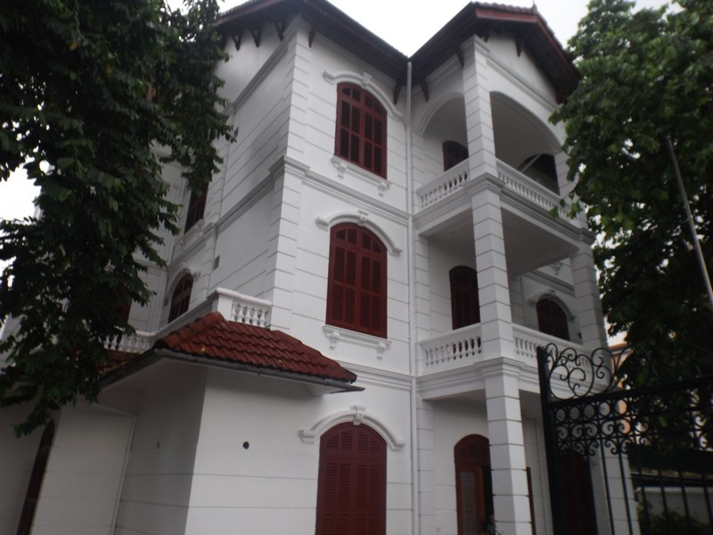 Beautiful villa for rent in Tay Ho with swimming pool & court yard