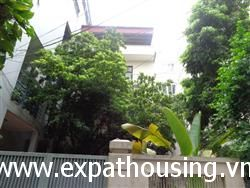 4 bedrooms house with nice yard  in Xuan Dieu available for rent