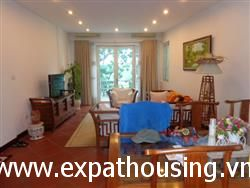 2Br Lake View Apartment in Tran Vu Str,Ba Dinh,Ha Noi