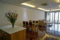 Beautifull 3 bedrooms apartment in Xuan Dieu  Tay Ho dist., available for rent